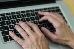 В Запорожской области депутат сельсовета поплатился за неумение пользоваться компьютером