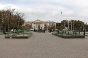 Запорожские фонтаны консервируют на зиму - ФОТО