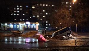 В Запорожской области микроавтобус угодил в огромную яму, вырытую коммунальщиками - ФОТО