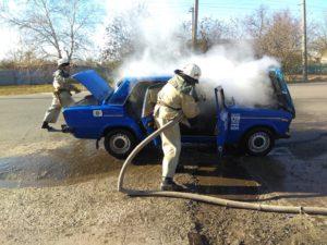 В Запорожской области посреди дороги горели «Жигули» - ФОТО