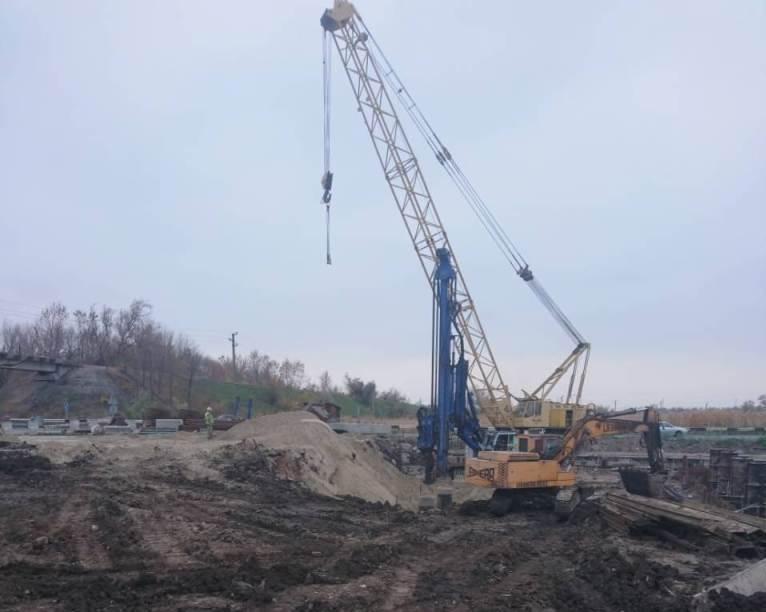 В Запорожской области продолжается ремонт моста через реку Сухая Балка: что уже сделали - ФОТО