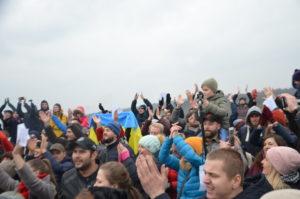 Несколько сотен запорожцев с помощью музыки пытались