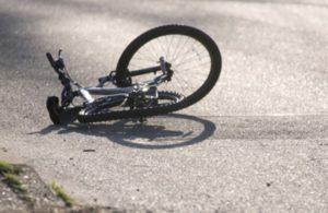 В Запорожье напротив АЗС легковушка сбила велосипедиста - ФОТО