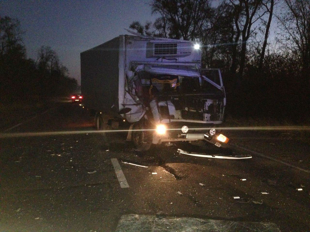 В Шевченковском районе Запорожья столкнулись два грузовика - ФОТО