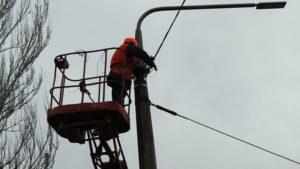 В Запорожье на улице Днепровское шоссе установили современные светодиодные светильники - ФОТО