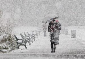 Метель, снег и гололед: запорожцев предупреждают об ухудшении погодных условий