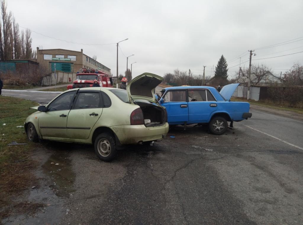 В Запорожской области произошло страшное ДТП: тела погибших извлекли из покореженных авто - ФОТО