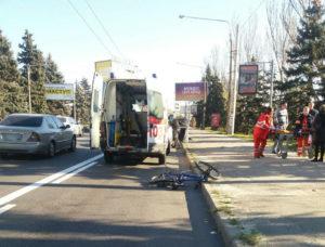 В Запорожье на дамбе маршрутчик под метадоном сбил велосипедиста - ФОТО
