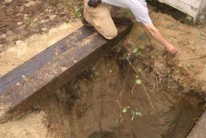 В Запорожской области мужчина погиб, упав в компостную яму