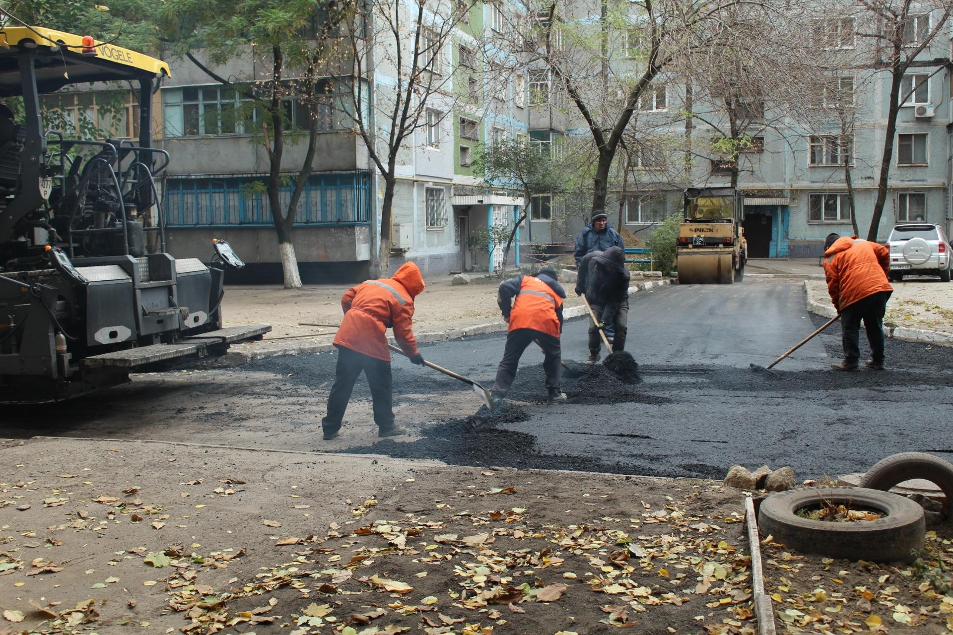 В Вознесеновском районе Запорожья ремонтируют внутриквартальные дороги - ФОТО