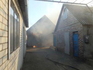 В Запорожской области полтора часа тушили пожар в гараже - ФОТО