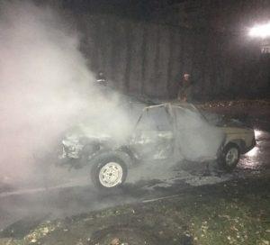На запорожском курорте взорвался автомобиль: в домах повылетали стекла - ФОТО, ВИДЕО