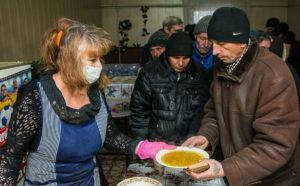 В Запорожской области работают пункты горячего питания для бездомных