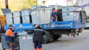 У запорізьких дворaх міняють сміттєві контeйнери на нові - мeталеві