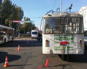 В полиции рассказали подробности ДТП с троллейбусом: пострадали пять человек
