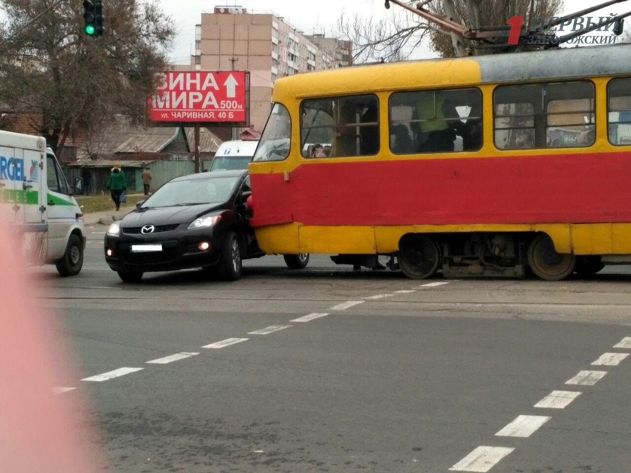 В Запорожье произошло еще одно ДТП с трамваем в Шевченковском районе – ФОТО, ВИДЕО