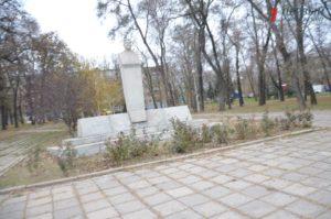 В Запорожье новый застройщик высадил в парке более пятидесяти деревьев – ФОТО