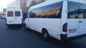 В Запорожье на Песках столкнулись две маршрутки - ФОТО