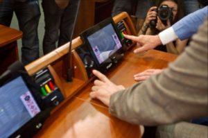 Двое запорожских нардепов попались на кнопкодавстве в Верховной Раде - ВИДЕО