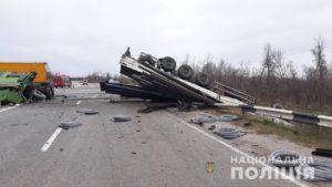 Выехал на встречку: стали известны подробности столкновения двух фур на трассе в Запорожской области
