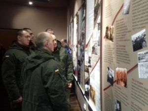 В Запорожье открыли фотовыставку «Геноцид Голодомора»: экспонаты пробирают до мурашек - ФОТО