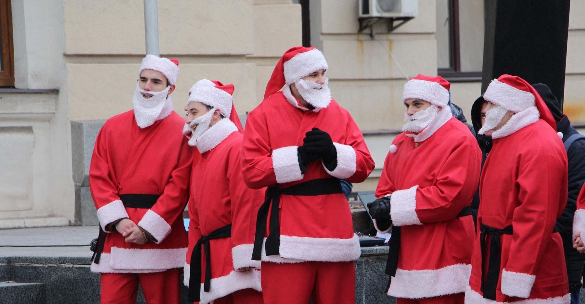 В Запорожье десятки Дедов Морозов поздравят особенных детей - ФОТО