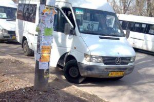 В Запорожье чиновники расторгли договор с нерадивым перевозчиком, который обслуживает популярный маршрут