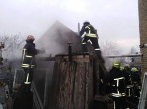 В Шевченковском районе Запорожья горели пристройки к частным домам - ФОТО