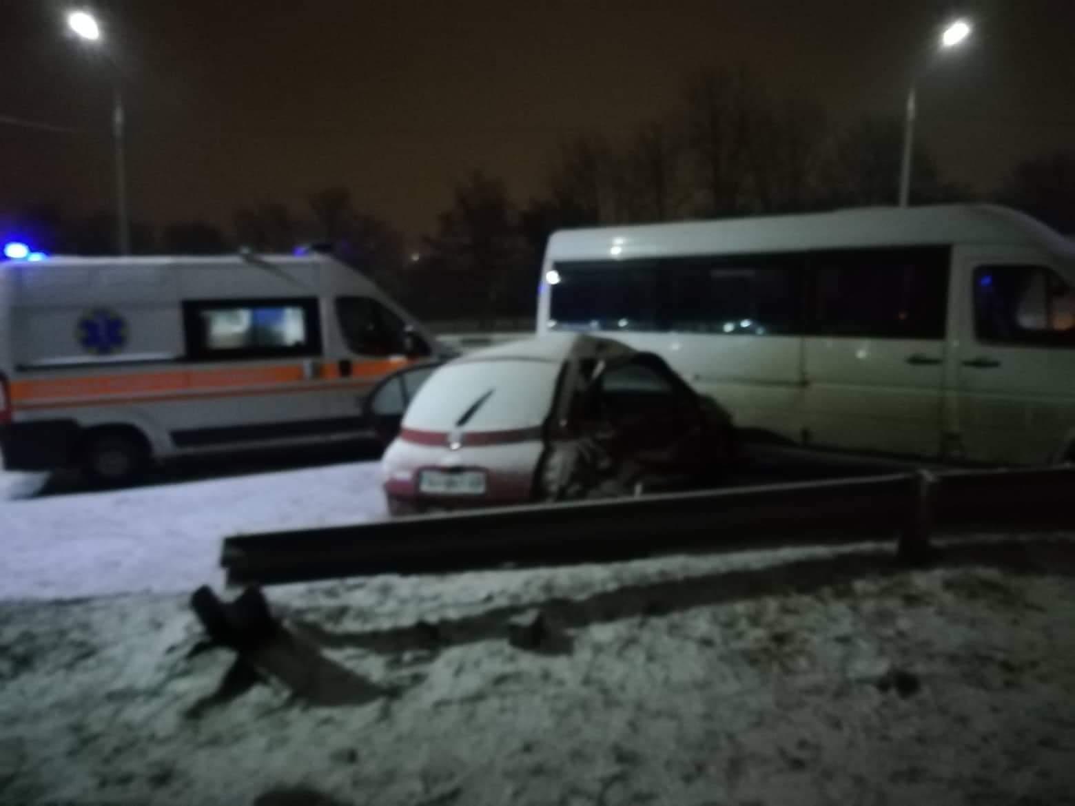 В Шевченковском районе Запорожья столкнулись легковушка с маршруткой: погиб ребенок - ФОТО, ВИДЕО