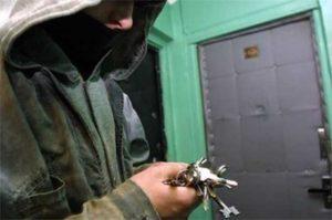 В Запорожье задержали серийных воров, которые успели обчистить около 10 квартир - ФОТО