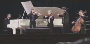 Известный пианист записал композицию вместе с запорожскими школьниками - ВИДЕО