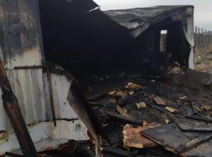 В Запорожье загорелась постройка в районе недостроенных мостов - ФОТО