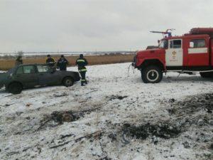 В Запорожской области легковушка слетела в кювет и перевернулась: четверо пострадавших - ФОТО