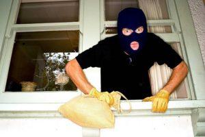 Неравнодушный житель Запорожья помог патрульным задержать домушников - ФОТО