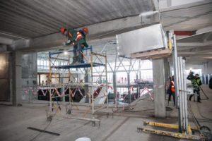 В Запорожье завершают застеклять новый терминал в запорожском аэропорту и обещают его открыть в следующем году - ФОТО