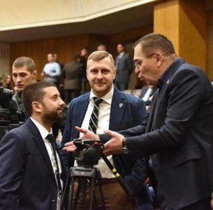 В Запорожье суд временно приостановил рассмотрение спора между запорожским депутатом и НАПК