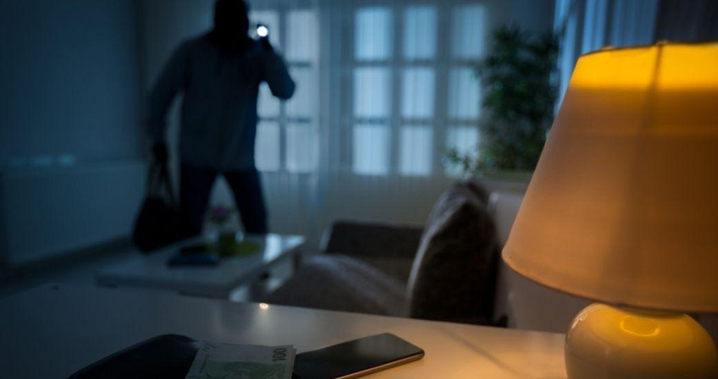 В Запорожье вор ограбил квартиру хозяйки, пока та спала