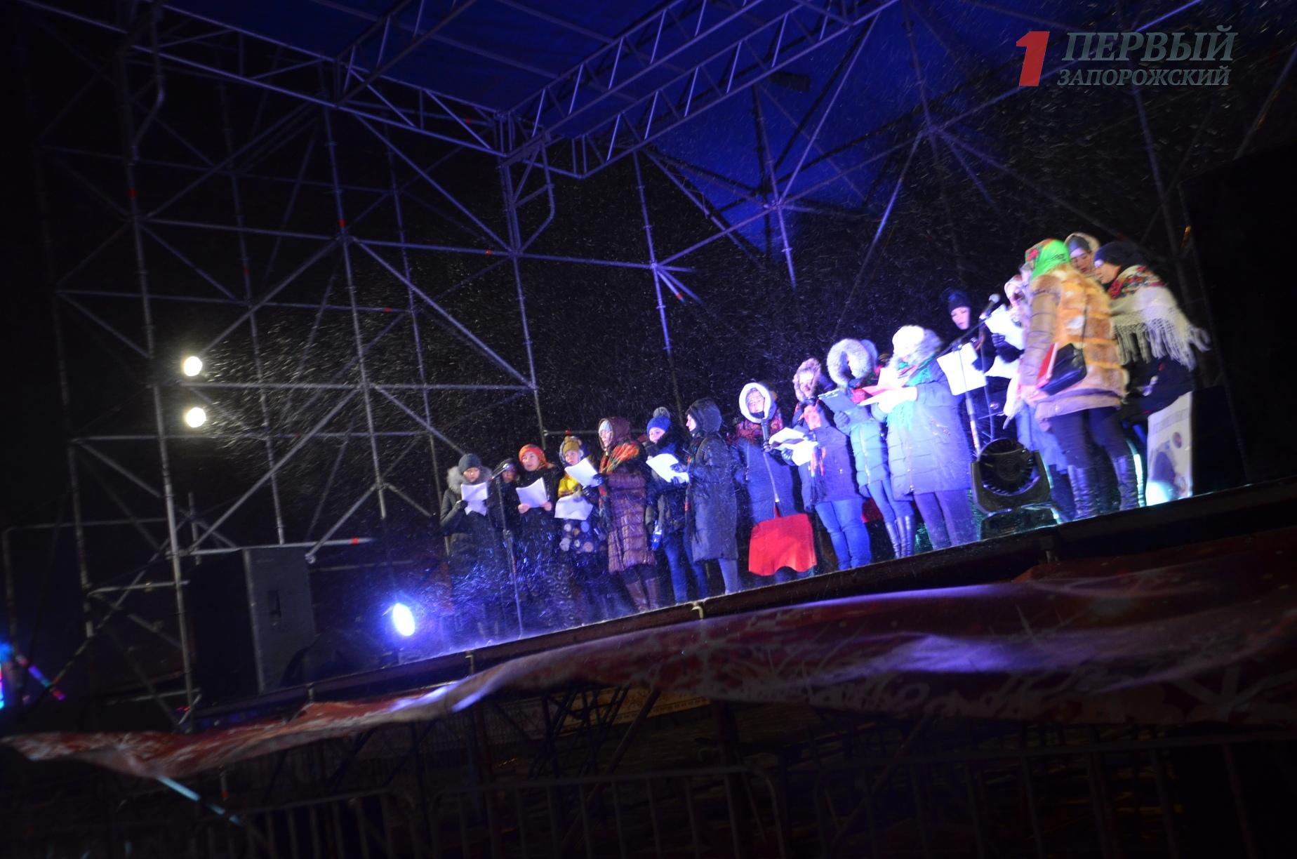 Как в Запорожье отпраздновали католическое Рождество на площади Фестивальной – ФОТО, ВИДЕО
