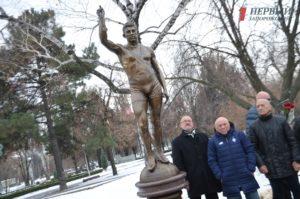 В центре Запорожья установили памятник легендарному олимпийскому чемпиону - ФОТО