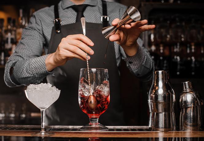 На Запорожье посетитель кафе жестоко избил бармена