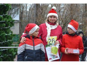 Спорт, развлечения и сладости: в Запорожской области состоялся новогодний забег Дедов Морозов - ФОТО