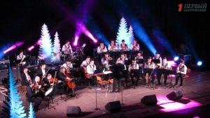 Запорожцы «погрузились» вновогоднюю атмосферу вместе с львовским оркестром