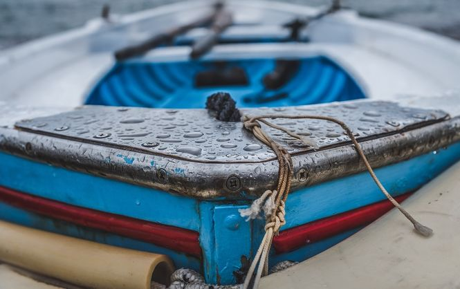 На Каховском водохранилище вторые сутки ищут двух пропавших рыбаков