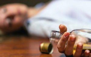 Смертельное застолье: двое жителей Запорожской области отравились алкоголем