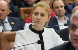 Запорожский депутат, которая закатила «звездный юбилей», постеснялась сообщить в НАПК о покупке катера за миллион гривен