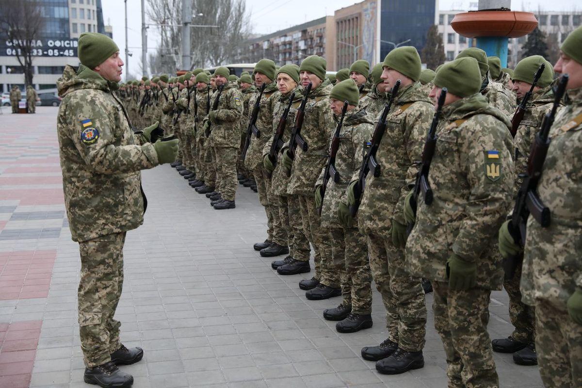 В Запорожье на Майдане Героев военнослужащие территориальной обороны торжественно приняли присягу на верность - ФОТО