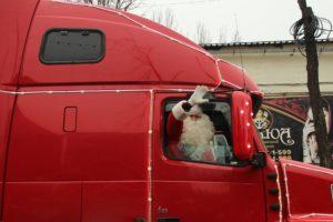 Санта Клаус, развлечения и белый медведь: Запорожье посетил легендарный караван Coca-Cola - ФОТО