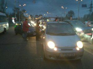 В Запорожье около автовокзала две легковушки не поделили дорогу – ФОТО