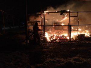 В Запорожской области огнем охватило гараж с тремя автомобилями - ФОТО