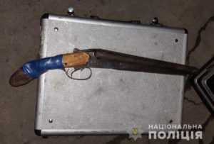 В Запорожской области на мобильном посту полицейские остановили водителя и нашли в его авто оружие – ФОТО